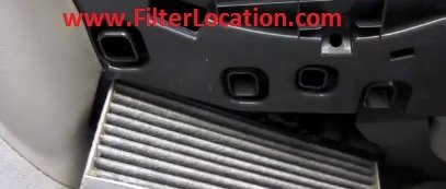 Audi A5 and Audi A5 Quattro cabin air filter replace with the new one