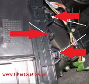 Fiat stilo cabin air filter housing cover location