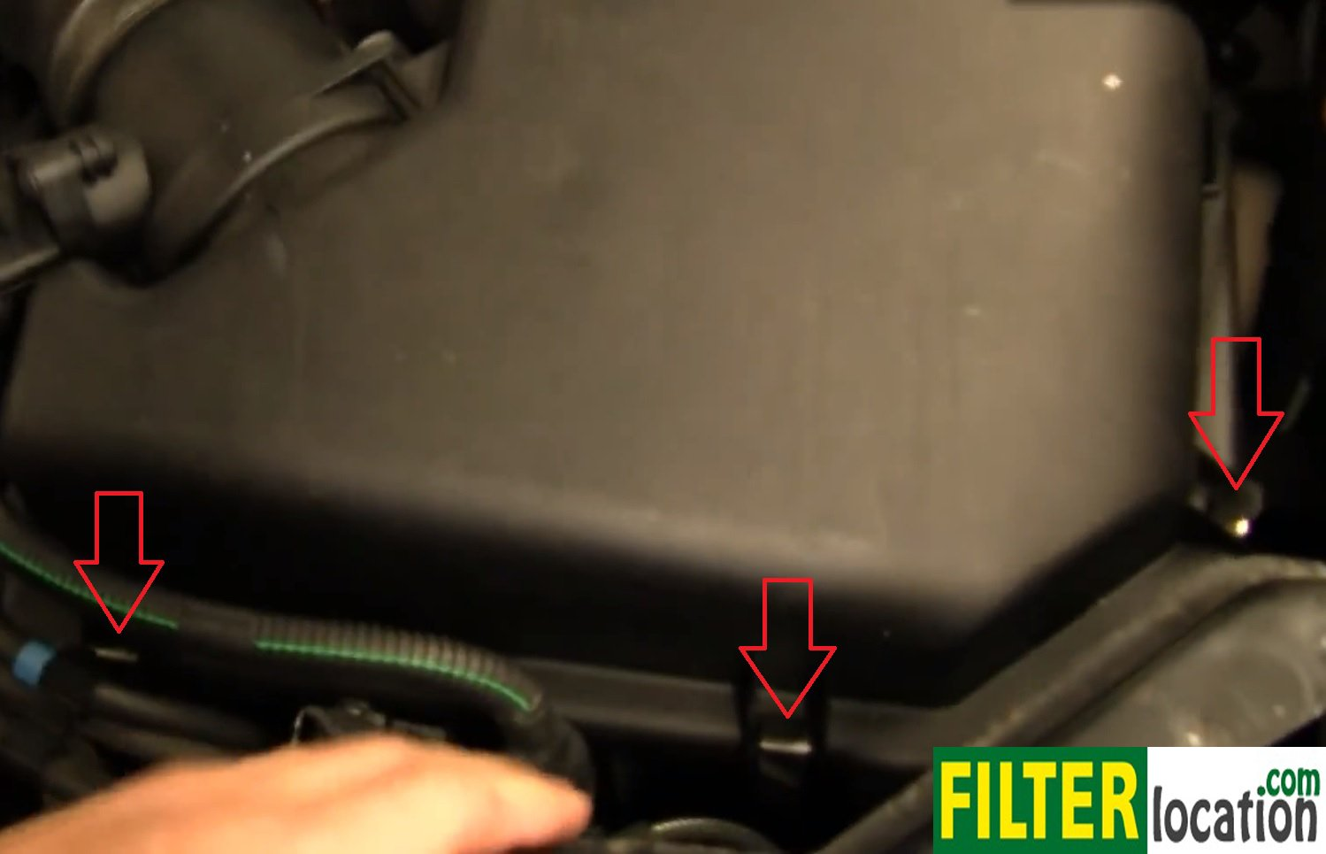 How to service the air filter on Volvo XC90 2003-2012